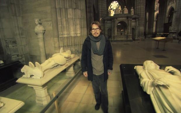 Lorànt all'interno di Notre Dame...
