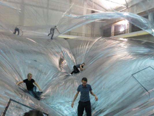 L'installazione di Saraceno all'Hangar Bicocca