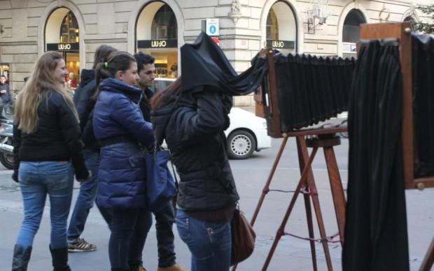 Roma, in fila per una foto