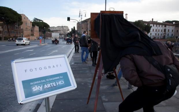 Sky Arte, Fotografi in via dei Fori