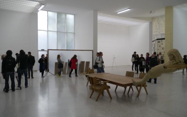 Padiglione Olanda, le sculture e le installazioni di Mark Manders