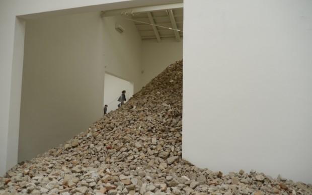 Padiglione Spagna, le pietre di Lara Almarcegui