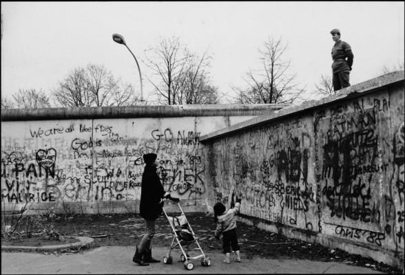 Mario Dondero, Due giorni prima della caduta del Muro di Berlino, 1989