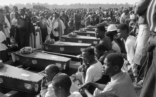 Gille de Vlieg, Bare ai funerali pubblici tenuti a KwaThema