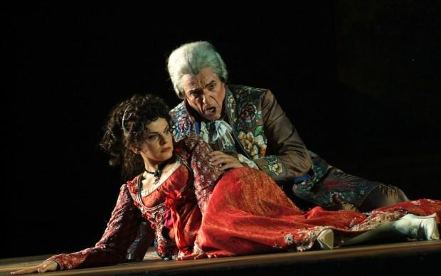 Il terribile Scarpia prova a sedurre Tosca