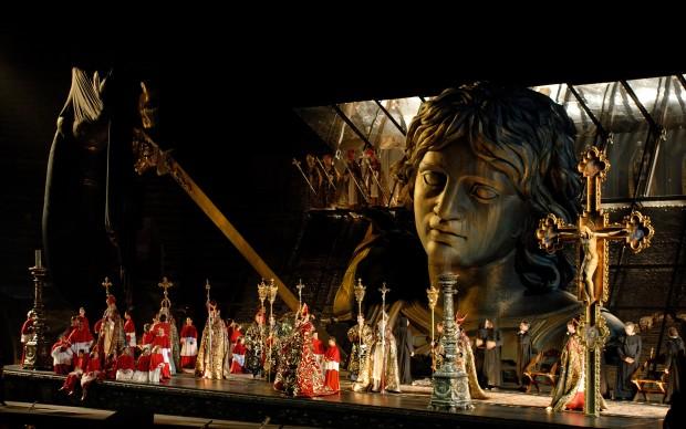 Spettacolare Tosca all'Arena di Verona