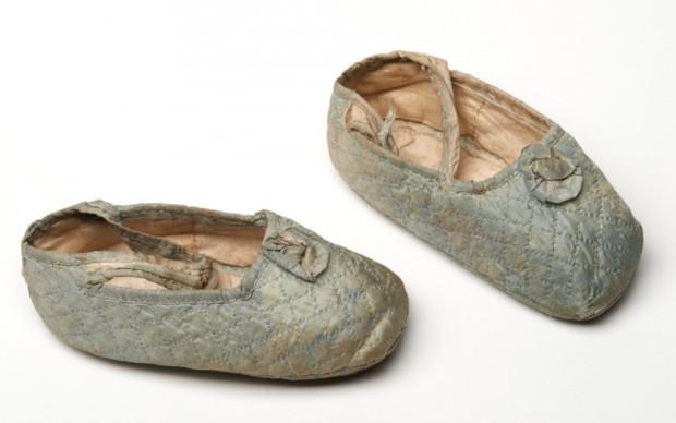 Le scarpine della principessa Maude futura regina di Norvegia nel 1869 © Museum of London