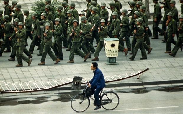 Liu Heung Shing - Durante i giorni della protesta di piazza Tienanmen, maggio 1989 © St. Moritz Art Masters 2013