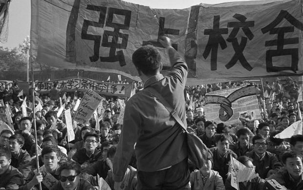 Liu Heung Shing - Manifestazione durante i giorni della protesta di piazza Tienanmen, maggio 1989 © St. Moritz Art Masters 2013