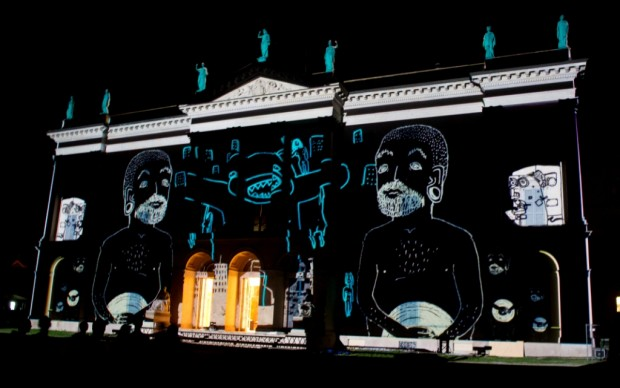 Animazioni digitali sulla facciata di Villa Tittoni Traversi