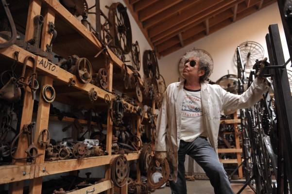Bob Dylan nel suo atelier da scultore, settembre 2013 - foto John Shearer