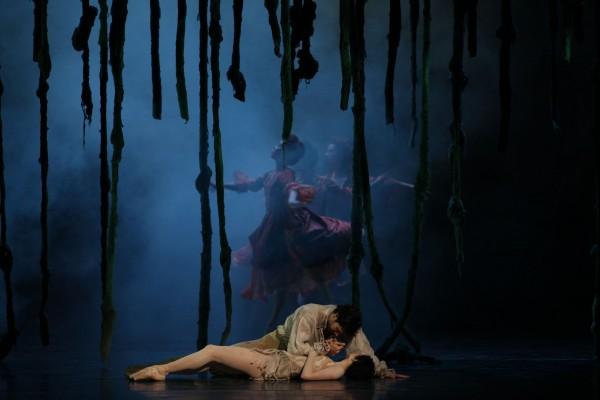 """Roberto Bolle in """"L'histoire de Manon"""". photo Brescia-Amisano, Teatro alla Scala"""