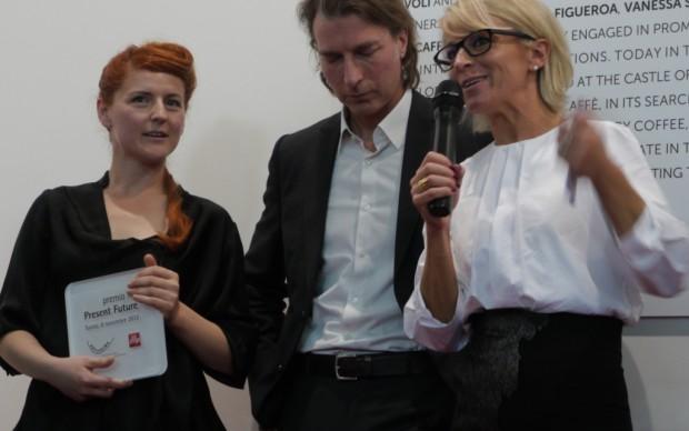 Sarah Cosulich Canarutto assegna a Fatma Bucak il Premio Illy