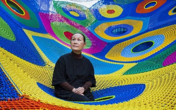 Toshiko Horiuchi MacAdam con la sua creazione