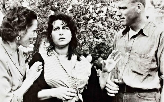 "Anna Magnani con Burt Lancaster sul set de ""La Rosa Tatuata"""