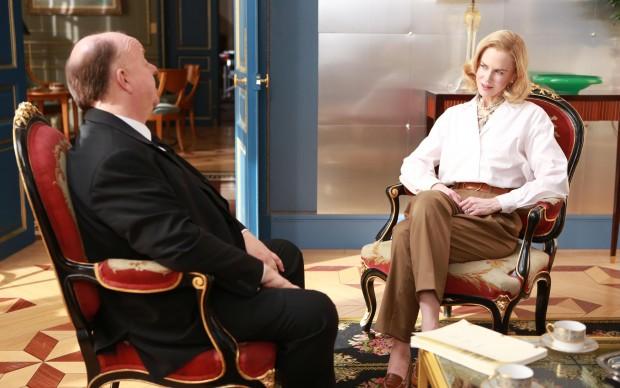 Nicole Kidman è Grace Kelly, a colloquio con Alfred Hitchcock (interpretato da Roger Ashton-Griffiths)
