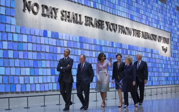 Barack e Michelle Obama, con Hillary Clinton, al 9/11 Memorial Museum © Jin Lee