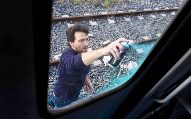 C215 lavora sui vagoni del treno Roma-Lido - foto Francesco Fioramonti