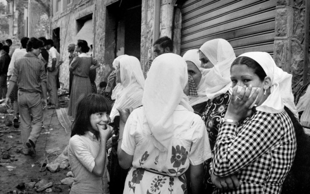 Fouad Elkoury, Smile / Beirut - Fotografia, 1982 © Fouad Elkoury