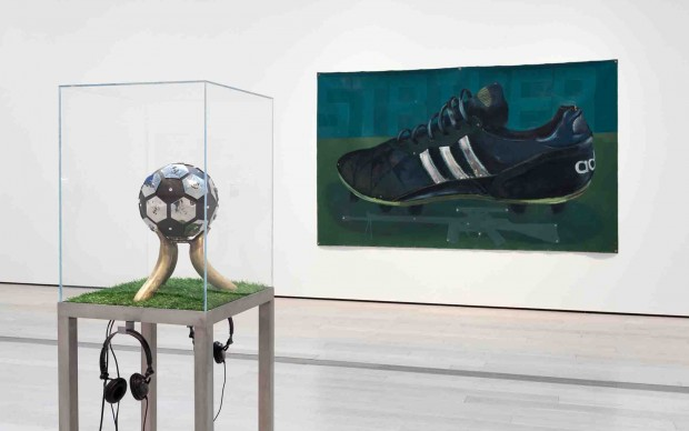 Fútbol: the beautiful game. Veduta della mostra al LACMA di Los Angeles © Museum Associats / LACMA