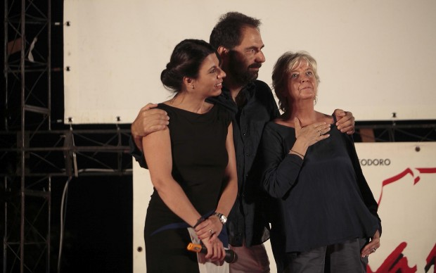 Neri Marcoré abbraccia Piera Detassis e Geppi Cucciari