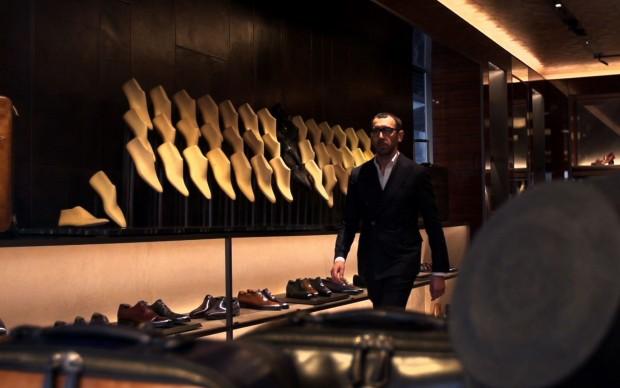 Alessandro Sartori si aggiratra le scarpe dello storico marchio Berluti