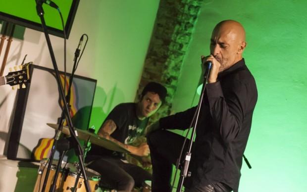 Alessio Bertallot al microfono