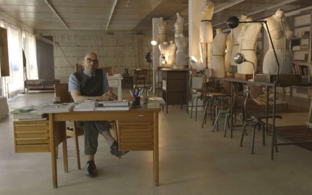Antonio Marras nel suo atelier di Alghero