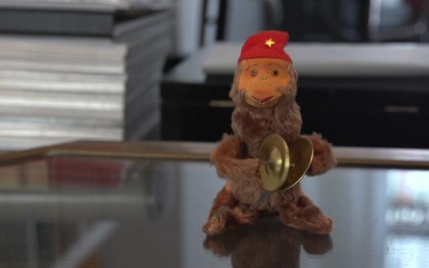 Spunta una scimmietta nell'atelier di Andrea Pompilio