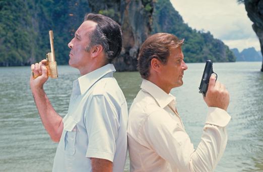 Scaramanga a duello con James Bond