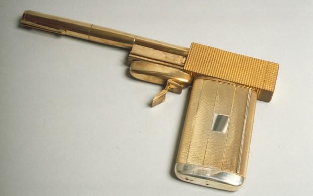 La pistola dorata di Scaramanga ©1974 Danjaq, LLC and United Artists Corporation