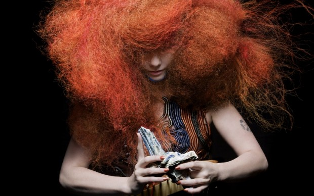 Björk in Biophilia (4)