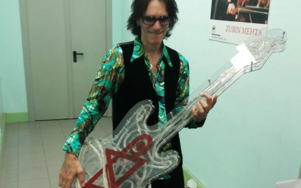 Steve Vai con una chitarra firmata Lodola