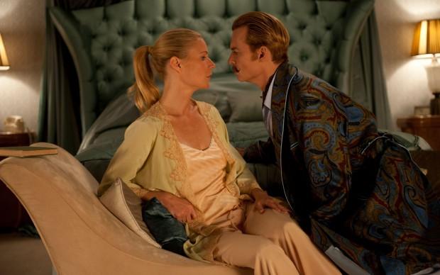 Gwyneth Paltrow e Johnny Depp nel film Mortdecai