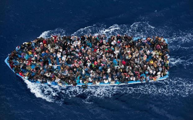 Massimo Sestini, Operazione Mare Nostrum: migranti al largo delle coste della Libia, 7 giugno 2014