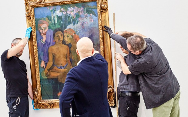 Le opere di Paul Gauguin al loro arrivo a Basilea. Foto: Mark Niedermann
