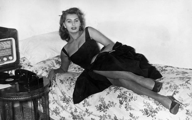 Sophia Loren in un momento di relax, 1957