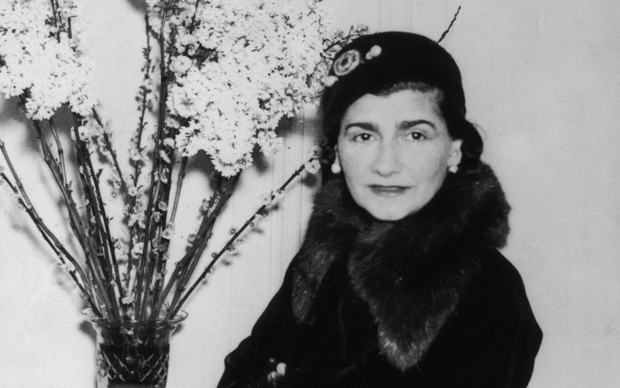 French fashion designer Gabrielle 'Coco' Chanel (1883 - 1971) at a London hotel, 1932. (Photo by Keystone/Hulton Archive/Getty Images)