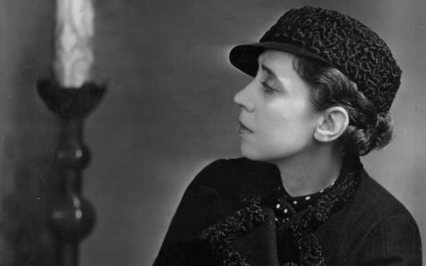 Italian fashion designer Elsa Schiaparelli (1890 - 1973).   (Photo by Peter North/Getty Images)