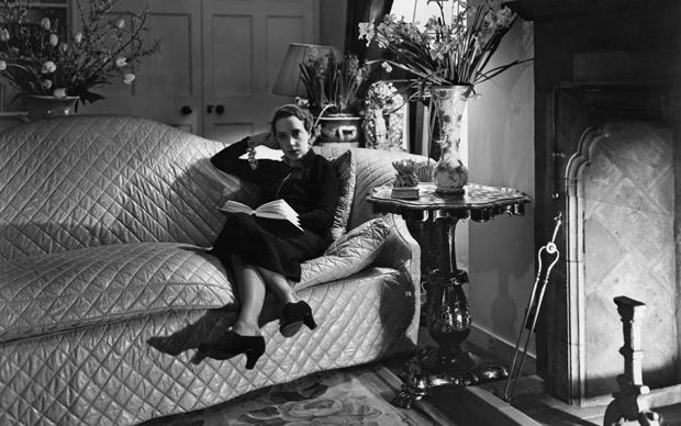 Italian fashion designer Elsa Schiaparelli (1890 - 1973), 6th March 1936. (Photo by Sasha/Hulton Archive/Getty Images)