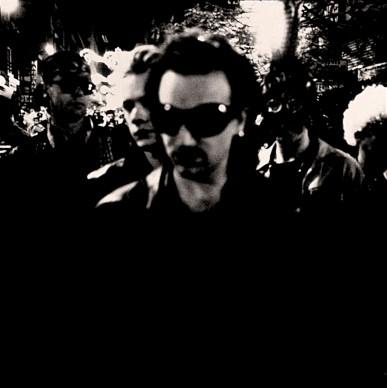 Una foto di Bono scattata per l'album Achtung Baby, 1991 © Universal Music