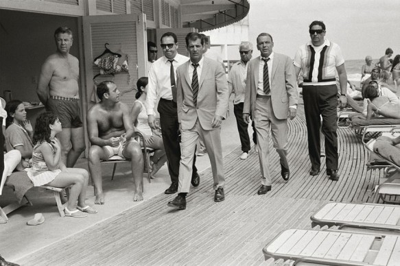 Terry O'Neill, Frank Sinatra con le sue guardie del corpo, 1968