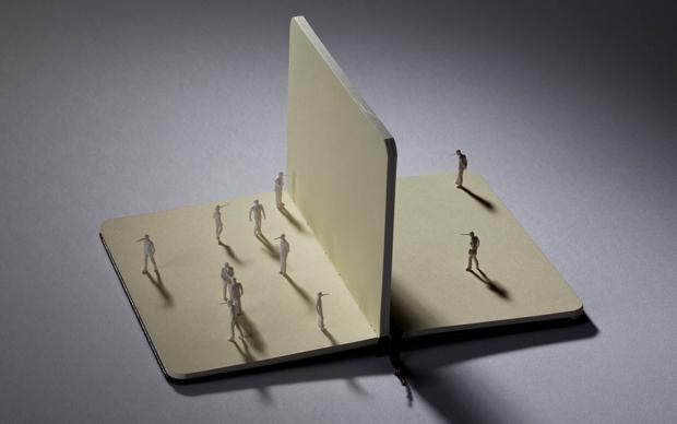 ALEX PINNA, Senza parole (teatro6), 2012, carta, resina e plexiglass, cm 30 x 24 x 26