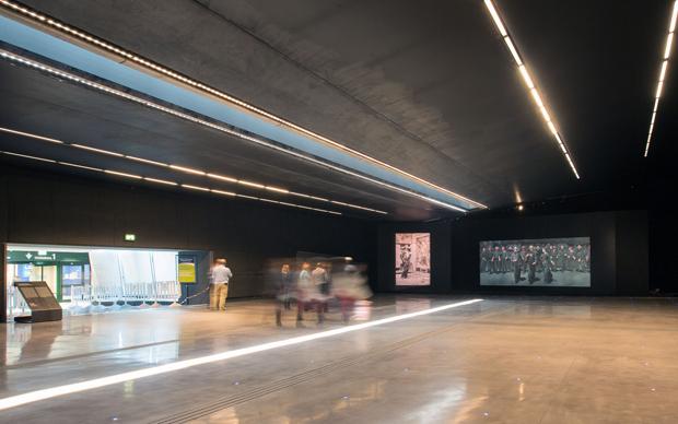 Arte per l'umanità: il Quarto Stato, video-installazione presso l'aeroporto di Milano Malpensa