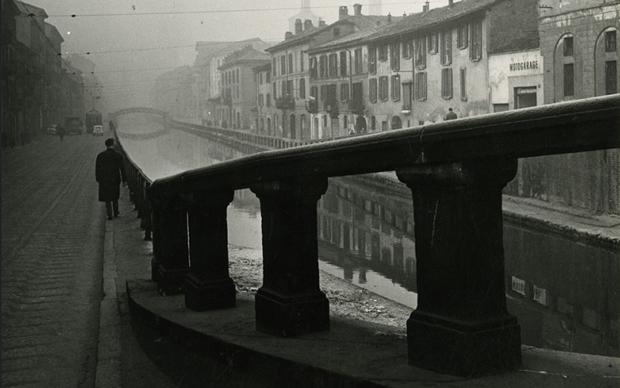 Paolo Monti-Alzaia-sul-Naviglio-Grande-1950-circa-Milano-Civico-Archivio-Fotografico-Archivio-Paolo-Monti