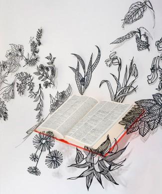 Sabrina Mezzaqui, Mettere a dimora, 2008. Installazione: libro e ritagli dimensioni variabili AP. Courtesy: Collezione ACACIA. Credito fotografico: Ela Bialkowska