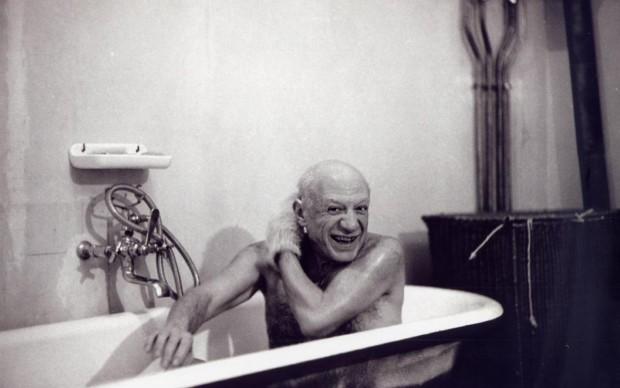 David Douglas Duncan, Pablo Picasso nella vasca da bagno, Francia, anni 50
