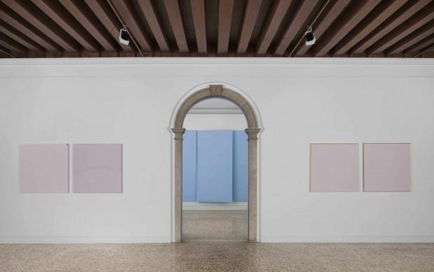 Ettore Spalletti. Palazzo Cini, veduta della mostra, Venezia 2015, foto Matteo de Fina