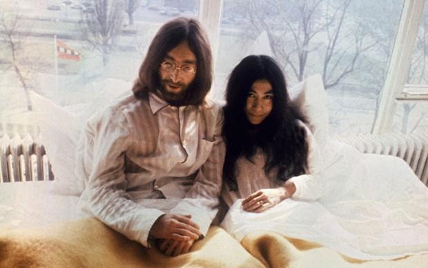 John Lennon e Yoko Ono, Bed-in nel marzo del 1969 ad Amsterdam (Photo by /AFP/Getty Images)