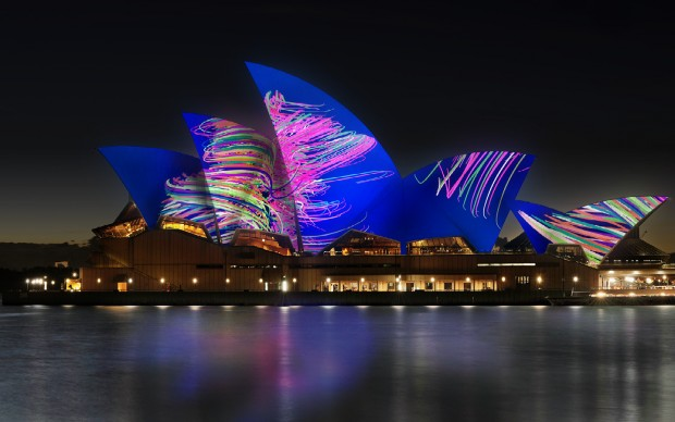 VIVID-sydney-2015-opera-house-light-show-universal-everything studio